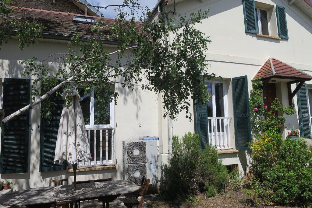Maison à Chatou de 201M² utiles sur un terrain de 261 M² à 15 mn du RER A (Réf 887)